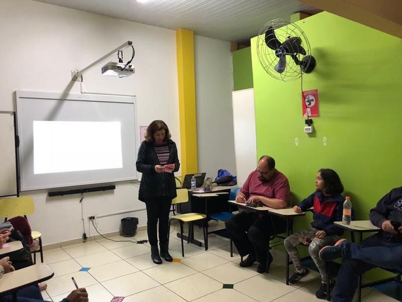 Colégio Primeiro Mundo - Escola de  Pais - Gente em formação