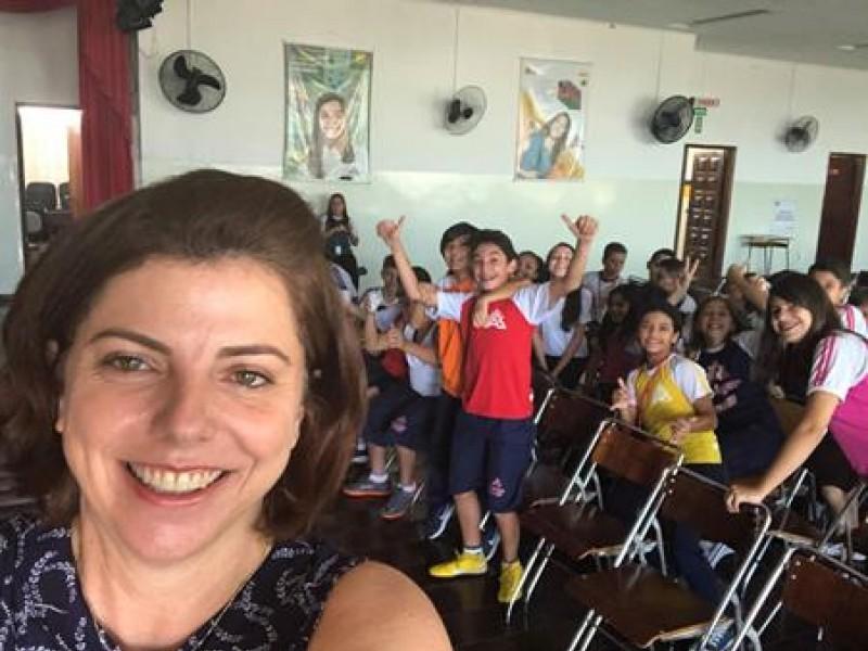 Colégio Castro Alves - Redes Sociais e Comunicação: Os perigos e a exposição a um clique de distância