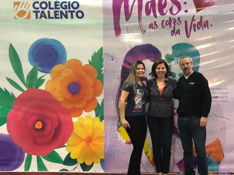Colégio Talento - Programação especial de Dia das mães -  Redes sociais e comunicação: impacto no nosso dia a dia.